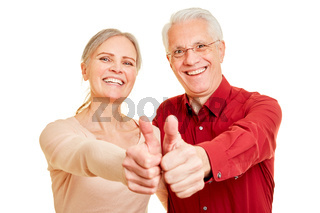 Gewinner Paar hält Daumen hoch