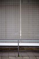Geländer vor Mosaikfliesen