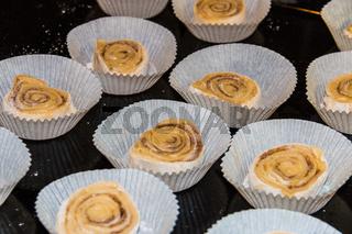 Frisch gebackene Schwedische Zimtschnecken