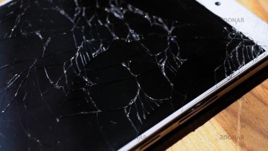 Xiaomi MI Max close shot of broken screen