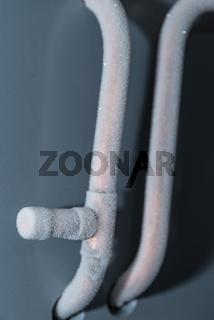 vereiste Metallrohre einer Kühlanlage - Nahaufnahme Kühlsystem