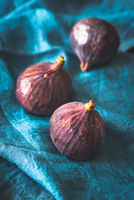 Fresh figs on the napkin