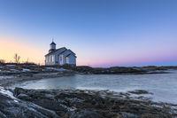 Kirche von Gimsoy auf den Lofoten