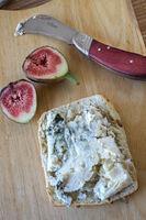 Käsevesper, Roquefortkäse