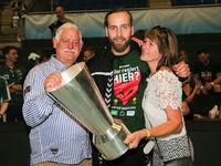 Torwart Silvio Heinevetter (Füchse Berlin) mit seinen Eltern beim Ottostadt Magdeburg EHF-Cup Finals 2018