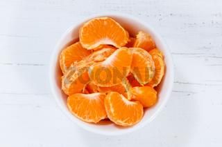 Mandarinen Früchte von oben Holzbrett