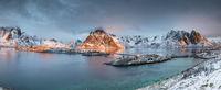 Sakrisoy auf den Lofoten zum Sonnenaufgang
