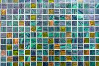Glitzernde türkise Mosaikfliesen