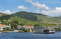 Kleinstadt Pinhao, Zentrum der Portweinproduktion, am Rio Douro, Douro Valley, Portugal