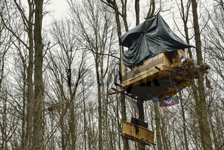 Protest für den Kohleausstieg... Hambacher Forst *Nordrhein-Westfalen, Baumhauscamp der Aktivisten 'Hambi bleibt'