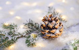 Weihnachtszeit mit Schnee und magischen Lichtern