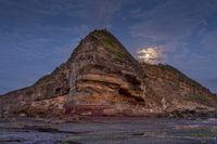 Moon set at Turimetta headland northern beaches