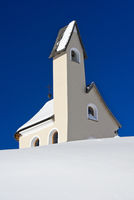 San Maurizio Kapelle auf dem Grödner Joch im Winter, Sella-Gebiet, Dolomiten, Südtirol, Italien