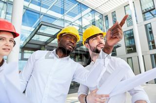Architekten Team bei einem Bau Projekt