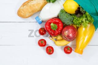 Einkauf Lebensmittel einkaufen Früchte Obst und Gemüse Textfreiraum Copyspace Holzbrett