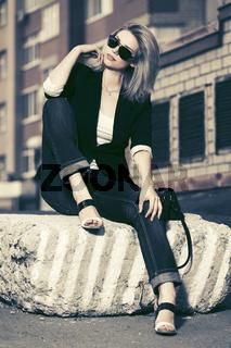 Beautiful fashion woman in sunglasses in city street