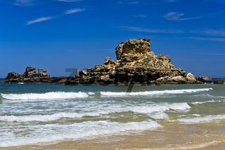 Felsen am Strand Praia do Castelejo an der Costa Vicentina Küste