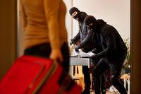 Bewohner überrascht Einbrecher auf frischer Tat