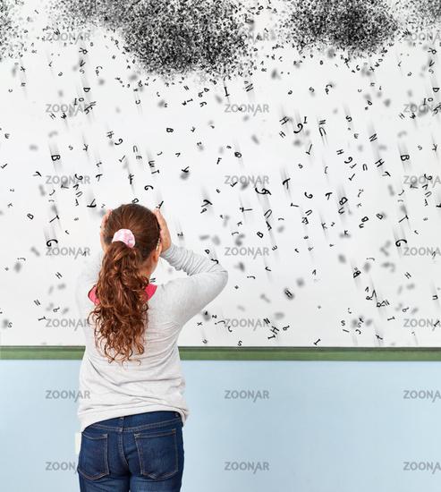 Mädchen mit Dyslexie oder Legasthenie in Schule