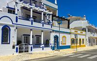 Gepflegte Wohnhäuser im südländischen Stil, Santa Luzia, Algarve, Portugal
