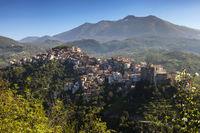 Bergdorf Rivello vor dem Monte Sirino