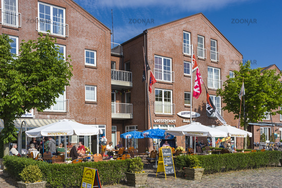 Straßenkaffe am Hafen in Orth auf der Insel Fehmarn