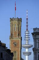 Turm der alten Post, Heinrich-Hertz-Turm im Hintergrund