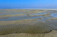 Von Wind und Gezeitenströmung geformte Sandoberfläche im Watt, Schleswig-Holstein, Deutschland