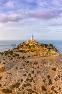 Mallorca Cap Formentor Landschaft Natur Leuchtturm Meer Hochformat Textfreiraum Copyspace Balearen Reise Reisen Spanien
