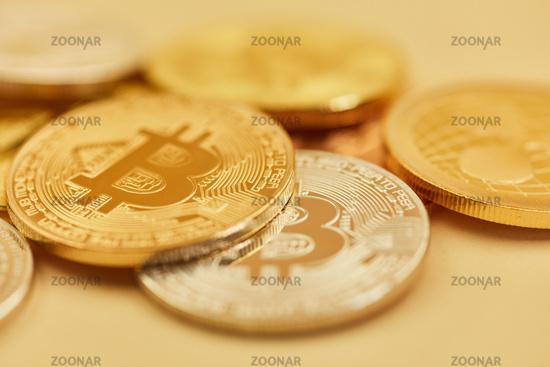 Foto Bitcoin Münzen Als Gold Und Silber Bargeld Bild 12371023