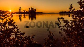 Sonnenuntergang über dem Lersjön / Filipstad/ Schweden in prächtigen farben