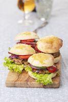 Hamburger auf Holz