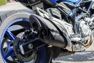Nahaufnahme eines Motorrades - Doppelauspuff mit Schalldämpfer