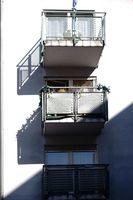 Kleine Balkone werfen Schatten