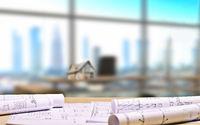Architekturbüro mit Bauplänen