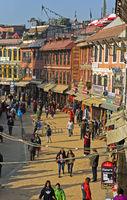 Geschäfte, Restaurants und Souvenirläden um die Boudhanath Stupa, Kathmandu, Nepal