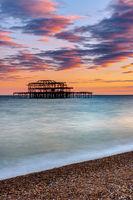 Die Ruine des alten West Piers in Brighton