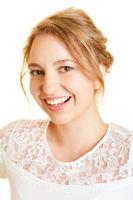 Bewerbungsfoto einer jungen blonden Frau