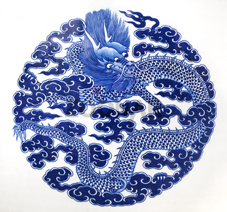 Chinese dragon painted on a ceramic vase