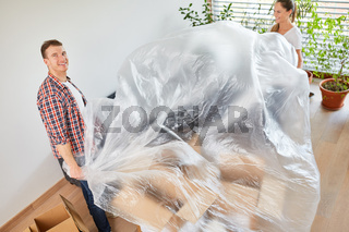 Heimwerker Paar im Eigenheim mit Schutzfolie