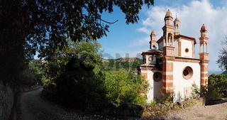 Panoramaausblick Kirche auf die Kirche 'Signora di Loreto' - Finale Ligure - Ligurien