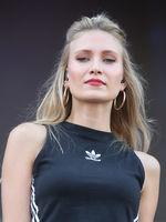 Sängerin Carolin Niemczyk  vom Duo Glasperlenspiel bei STARS for FREE am 19.08.2018 in Magdeburg