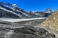 Blick über den Gornergletscher auf Breithorn und Matterhorn
