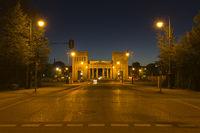 Die Propyläen auf dem Königsplatz in München bei Nacht