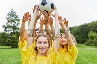 Teamwork Training mit dem Fußball