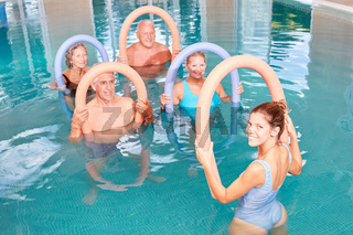 Aquafitness Senioren Gruppe im Pool