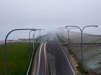 Landstrasse im Nebel