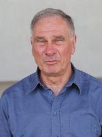 DDR-Fussballer Siegmund Mewes (1.FC Magdeburg)  beim Pferderenntag auf der Galopprennbahn in Magdeburg