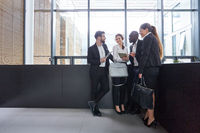 Business Team bei einer Besprechung im Büro