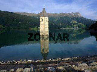 Reschensee, versunkener Kirchturm, Italien, Suedtirol, Lago di R